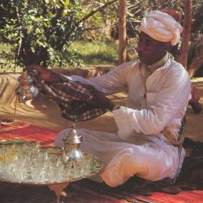 Pane arabo e tè allamenta